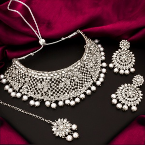 Wedding Wear Sparkling White Color Imitation Jewellery With Earrings